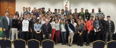 FMG sedia encontro de empresa multinacional