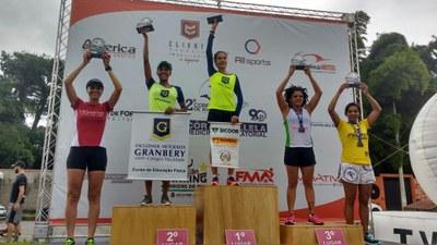 Dobradinha: Alunas atletas conquistam o pódio em prova de corrida