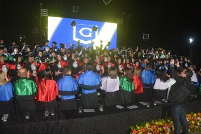 Em noite de emoção e agradecimentos, formandos da FMG celebram colação de grau