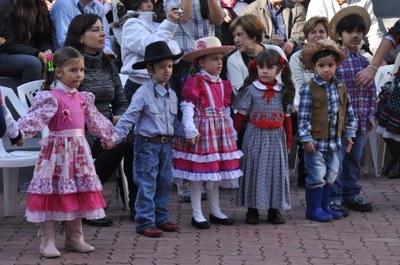FESTA CAIPIRA DA ED. INFANTIL - ALEGRIA E DESCONTRAÇÃO EM FAMÍLIA